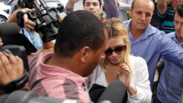 Carolina Dieckmann chega à Delegacia de Repressão aos Crimes de Informática, no Rio
