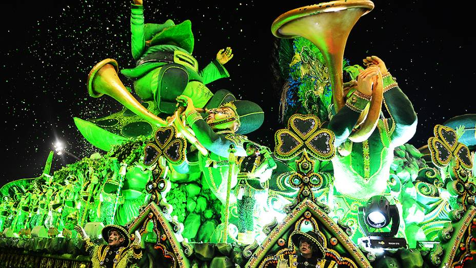 Alegoria da Rosas de Ouro durante desfile que apresentou as maiores festas do mundo