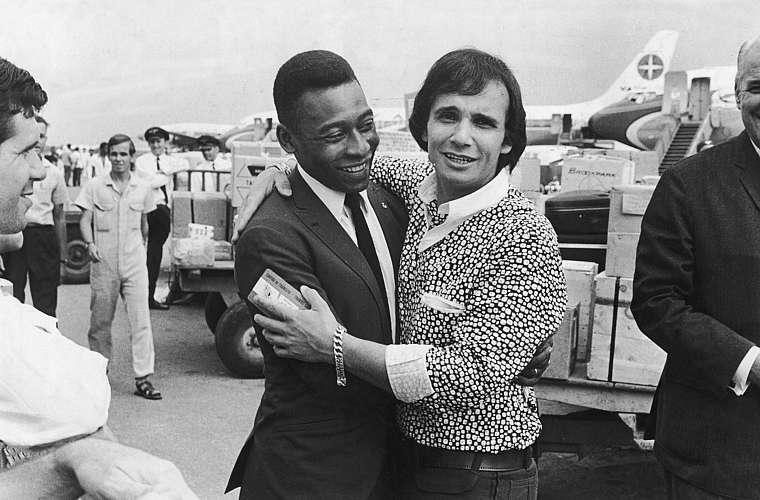 Os reis Pelé e Roberto Carlos no Guarujá, São Paulo, em 1969.