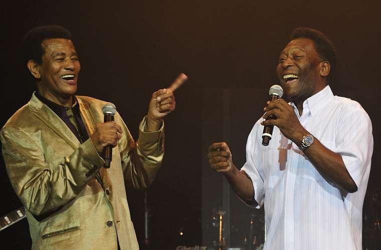 Cantando com o amigo Jair Rodrigues para homenageá-lo pelos 70 anos de idade e 50 de carreira.