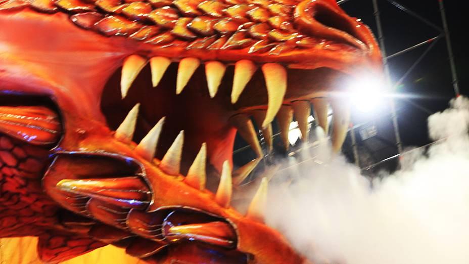 Detalhe de carro alegórico da Dragões da Real durante desfile no Anhembi
