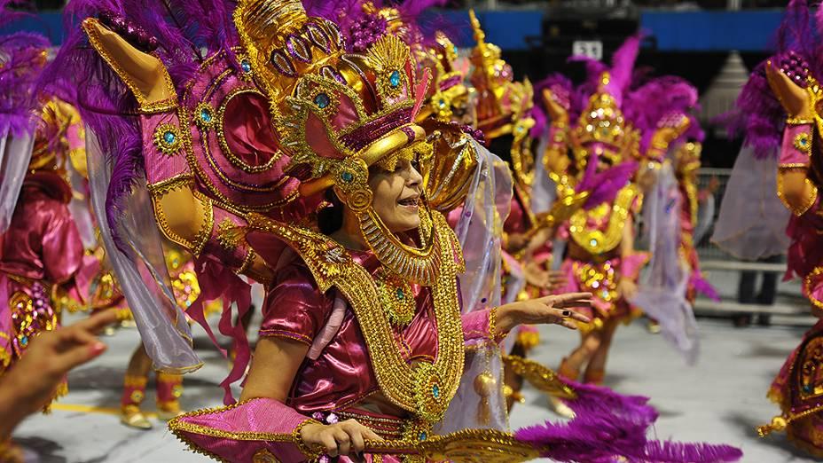 Ala da Vai-Vai durante desfile sobre o vinho