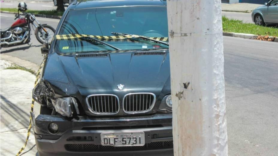 Carro BMW do cantor Renner, da dupla sertaneja Rick e Renner. O cantor se envolveu em uma batida de carro na Rua Pedro Bueno, Jardim Aeroporto, zona sul de São Paulo