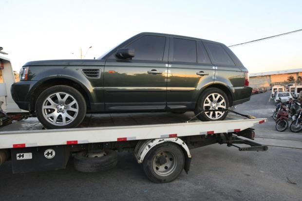 O Land Rover do goleiro Bruno, onde foram encontrados sangue de Eliza e de um homem: polícia rastreou uma série de endereços por onde o carro circulou no período em que Eliza esteve em cárcere privado.