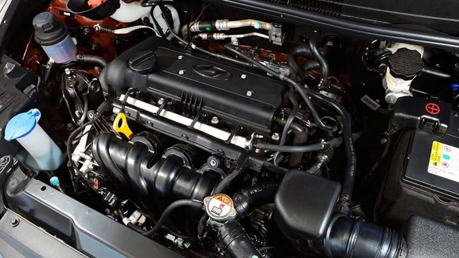 Detalhe do motor do novo HB20, compacto da Hyundai, apresentado na Bahia