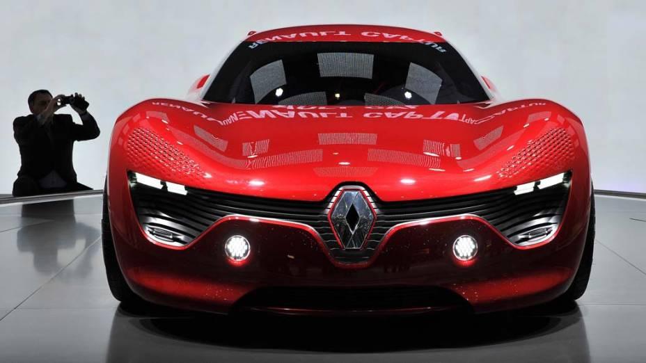 Carro elétrico da Renault Dezir é exposto em Feira Automotiva na cidade de Genebra