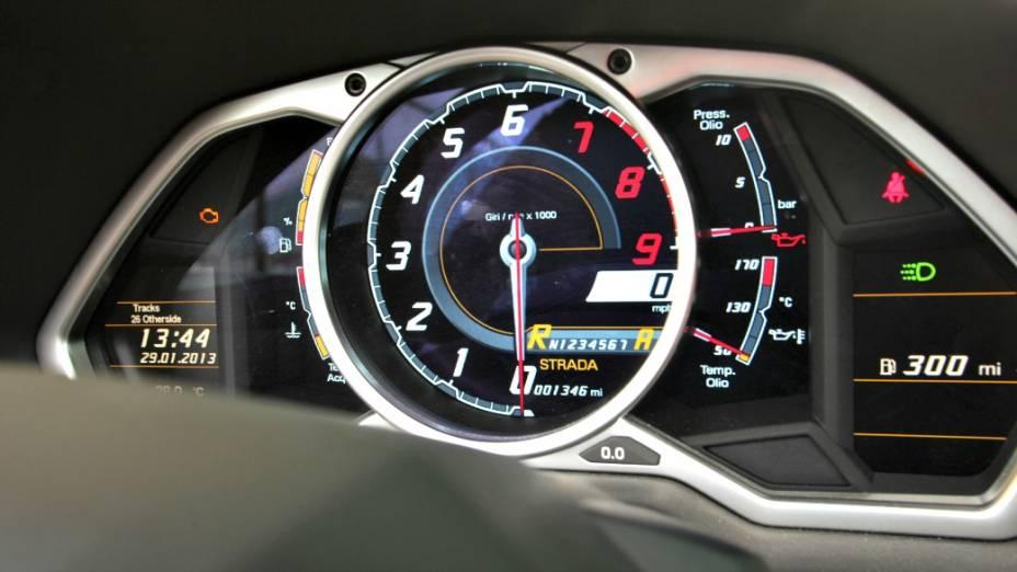 <br><br>  O superesportivo tem motor V12 de 700 cv, faz de 0 a 100 km/h em menos de 3 segundos, alcançando a máxima de 350 km/h