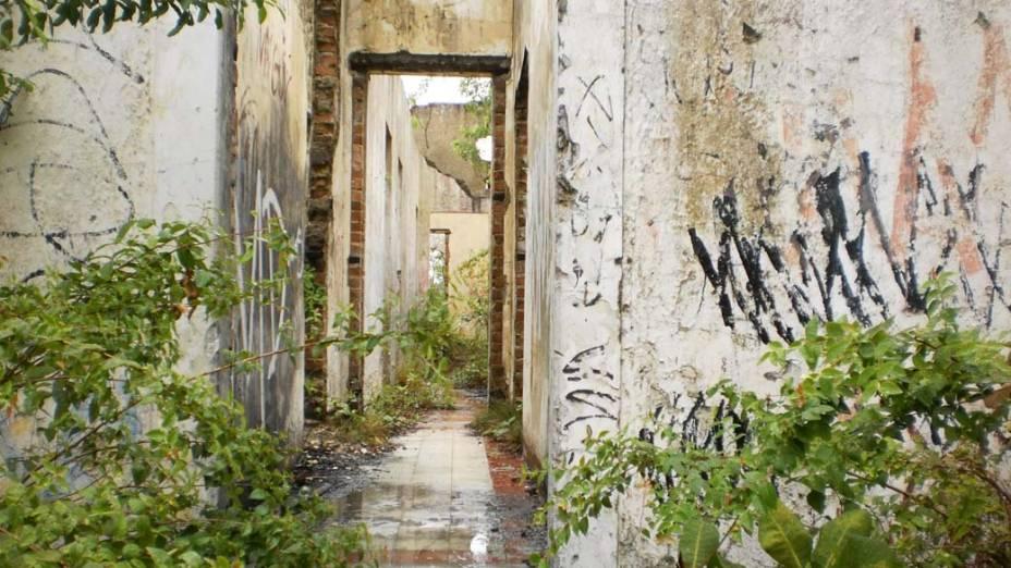 Em Limoeiro, interior de Pernambuco, o casarão de Othon Lynch Bezerra de Mello, fundador da rede de hotéis Othon, está abandonado há mais de 20 anos