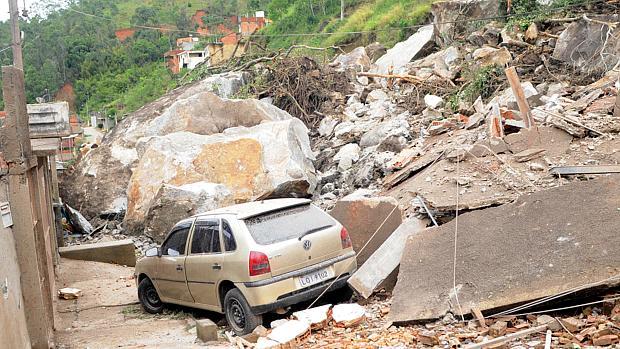casas-e-carros-foram-atingidos-pelos-deslizamentos-em-nova-friburgo-na-regiao-serrana-original.jpeg