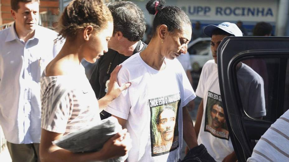 Caso Amarildo: Família do pedreiro da Rocinha pede justiça em camisetas com o rosto dele