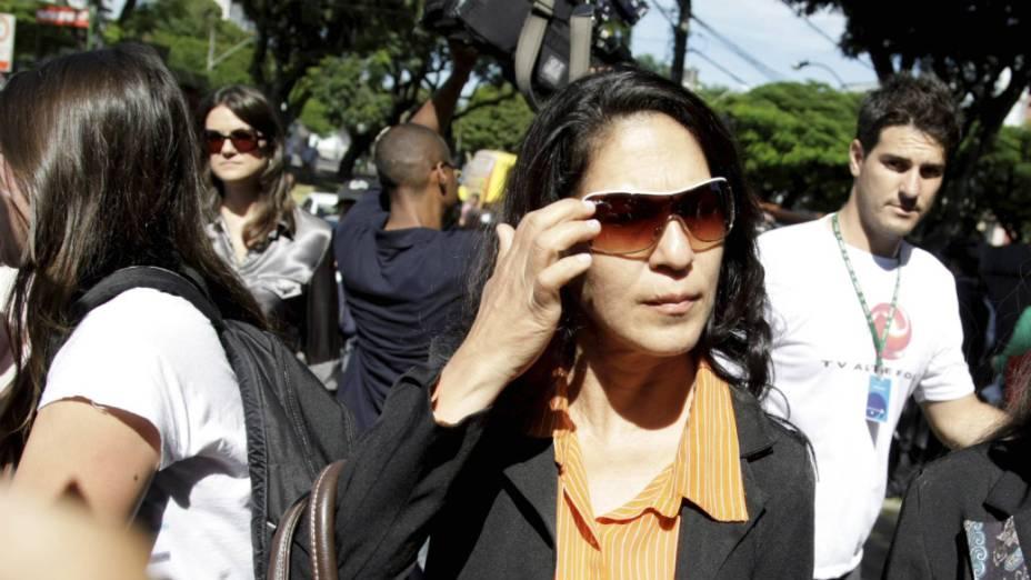 Caso Bruno - Sônia de Fátima, mãe de Eliza Samudio, chega ao Fórum de Contagem