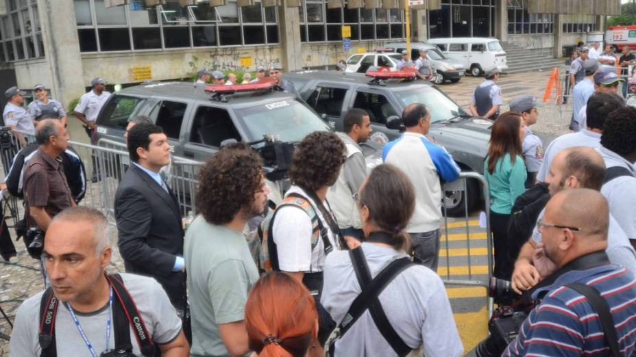 Movimento da imprensa em frente ao fórum de Santo André durante o quarto e último dia de julgamento de Lindemberg Alves Fernandes