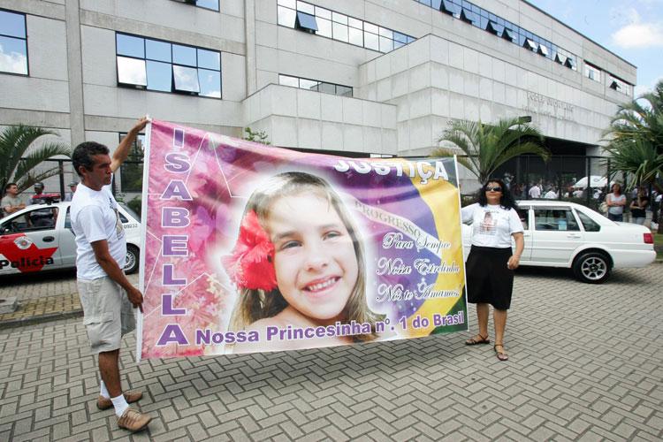 Muitos dos manifestantes se declaram parentes de vítimas da violência.
