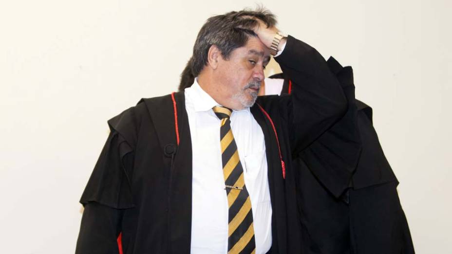 O advogado de Bruno, Lúcio Adolfo no Fórum de Contagem, em 06/03/2013