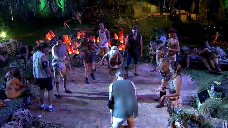Cassio se anima na pista de dança e deixa a cueca aparecer