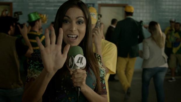 Funkeira Anitta em cena do filme Copa de Elite