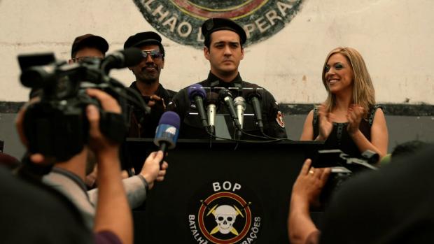 Ator Marcos Veras em cena do filme Copa de Elite