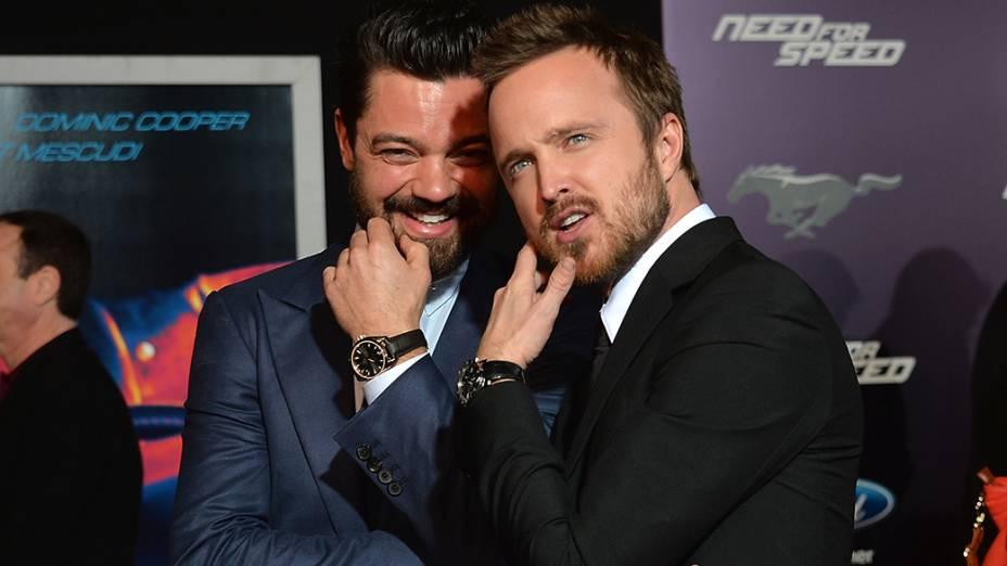 Os atores Dominic Cooper e Aaron Paul na estreia do filme Need For Speed, em Hollywood, na Califórnia
