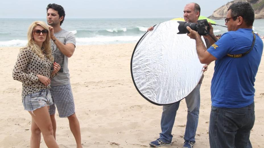 Antonia Fontenelle grava clipe com Kiko, da banda Chicabana, na praia do Recreio, no Rio