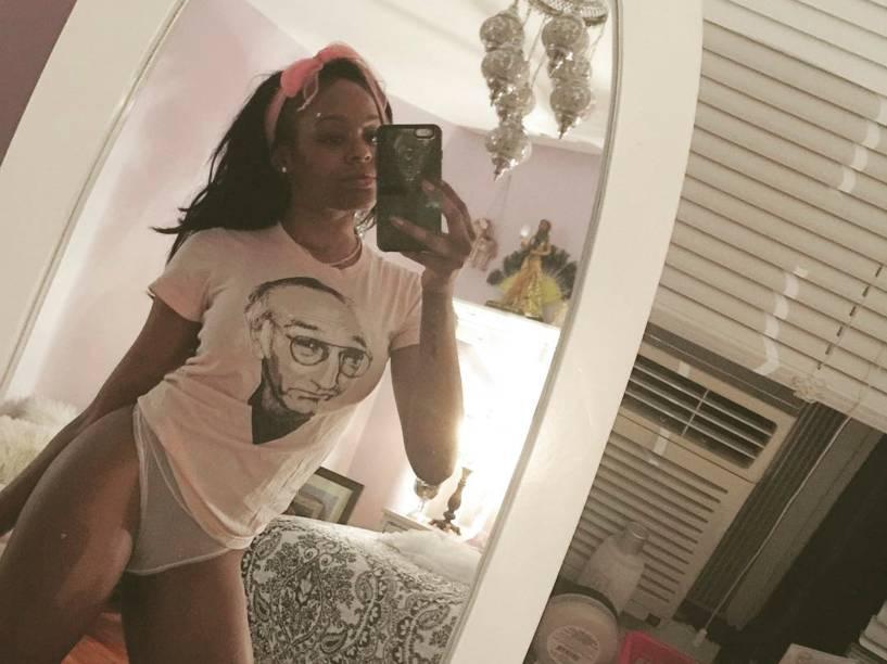 Azealia Banks sensualiza em selfie no Instagram