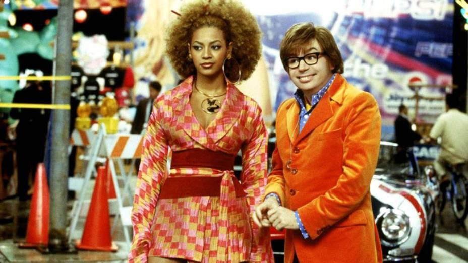 A cantora Beyoncè e Mike Myers no filme <em>Austin Powers em o Homem do Membro de Ouro</em>, de Jay Roach