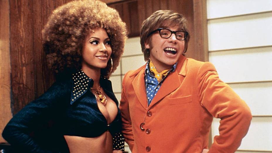 A cantora Beyoncè e Mike Myers no filme <em>Austin Powers em O Homem do Membro de Ouro</em>, de Jay Roach.
