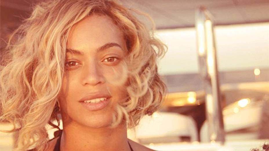 Beyoncé aproveita o calor brasileiro antes de apresentação no Rock in Rio 2013. Foto publicada em 11 de setembro