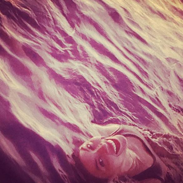 Beyoncé posta foto na praia no dia 10 de setembro