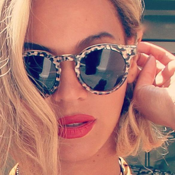 A cantora Beyoncé faz a turista em foto postada no dia 13 de setembro, antes de apresentação no Rock in Rio 2013