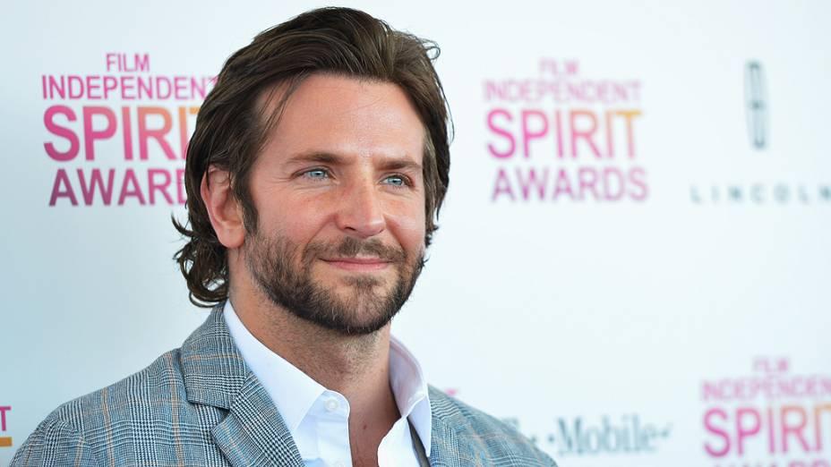 Bradley Cooper durante 2013 Film Independent Spirit Awards na praia de Santa Monica, Califórnia