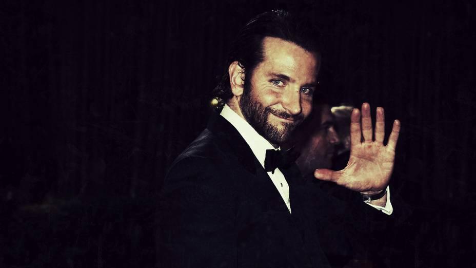Bradley Cooper durante sua saída no Oscar 2013 em Hollywood, Califórnia