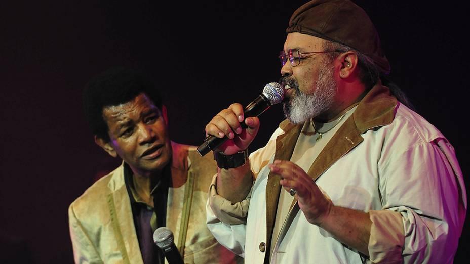 Jair Rodrigues cantando com Jorge Aragão no show em homenagem aos seus 70 anos de idade e 50 anos de carreira, no auditório do Ibirapuera em São Paulo, no ano de 2009