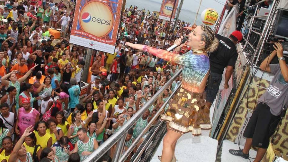 Claudia Leitte em seu trio no circuito Barra-Ondina em Salvador, em 19/02/2012