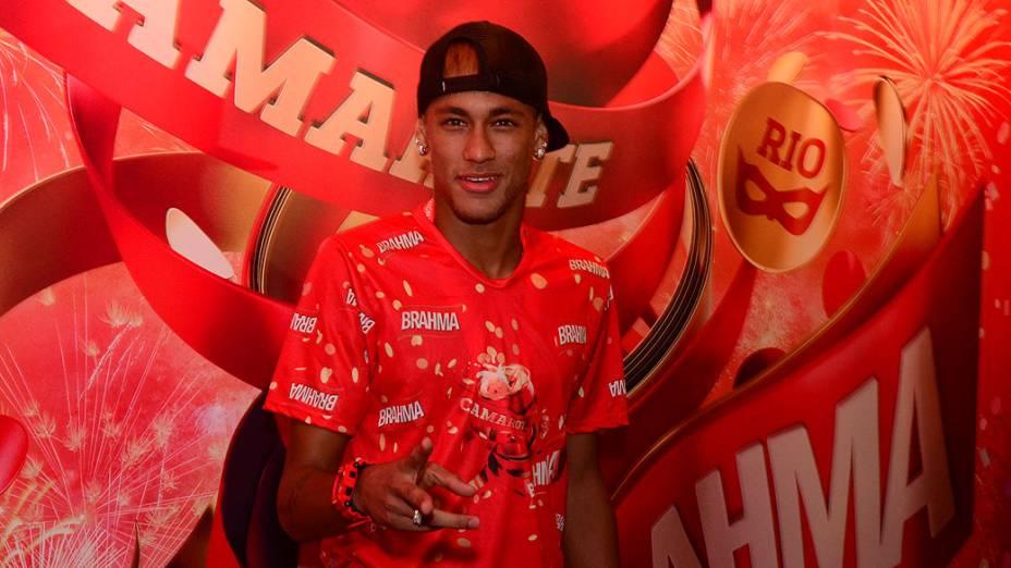 Neymar chega para o segundo dia de desfiles do Grupo Especial do Rio
