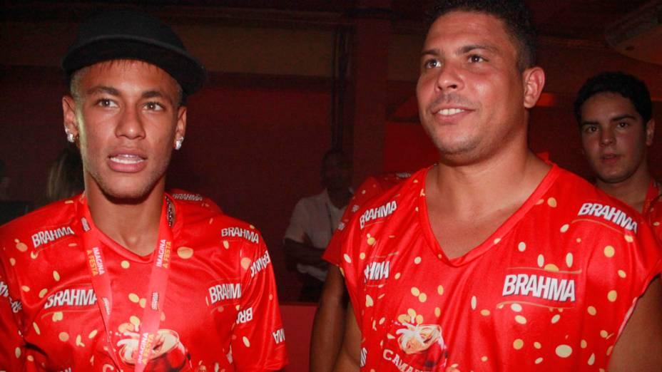 Neymar e Ronaldo no camarote da Sapucaí