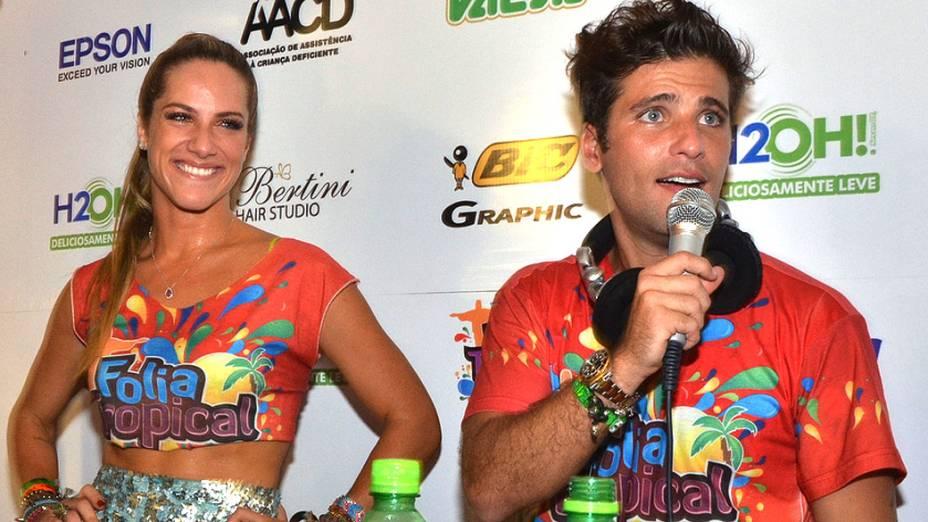 Giovanna Ewbank e Bruno Gagliasso e durante o primeiro dia de desfiles do Grupo Especial, no sambódromo do Rio