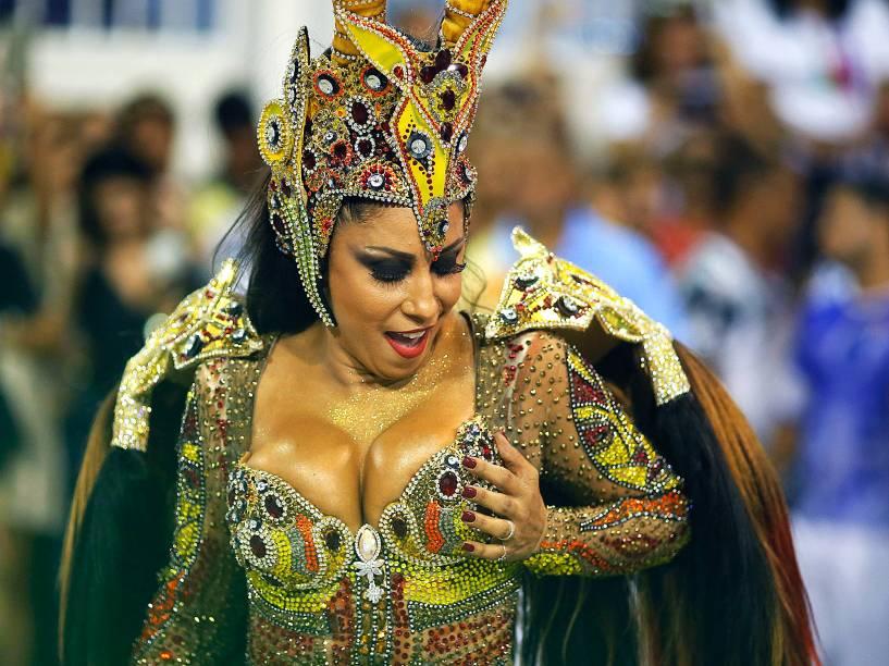 Rainha de bateria da Portela, Patricia Nery, desfila na Sapucaí