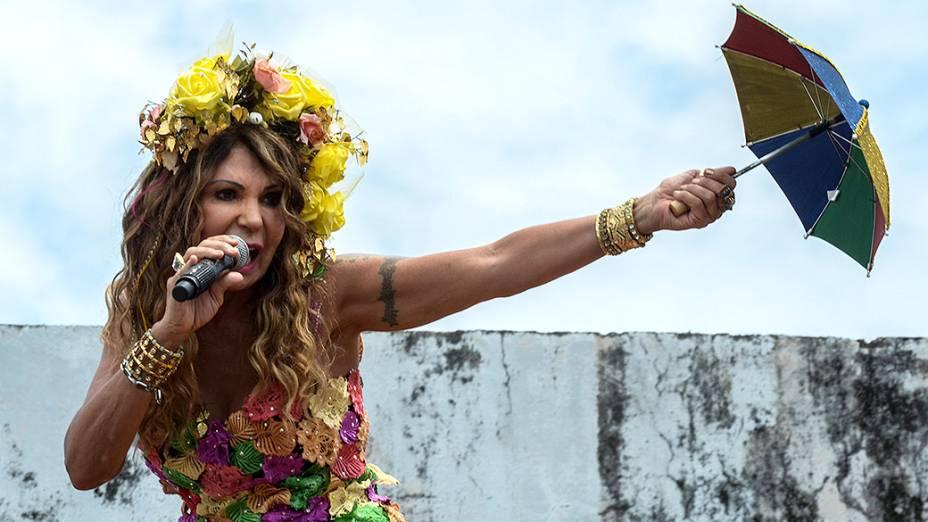 A cantora Elba Ramalho durante o bloco Galo da Madrugada em Recife, em 01/03/2014