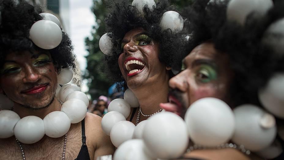 Foliões participam do Cordão da Bola Preta, o maior bloco de rua do Rio, em 01/03/2014