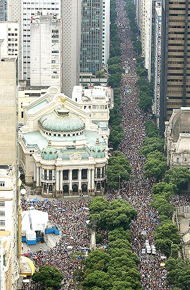 Bloco Cordão da Bola Preta reuniu 1,3 milhões de pessoas no centro do Rio