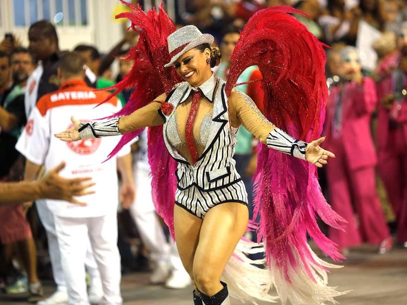 Viviane Araújo desfila pela Salgueiro na Sapucaí