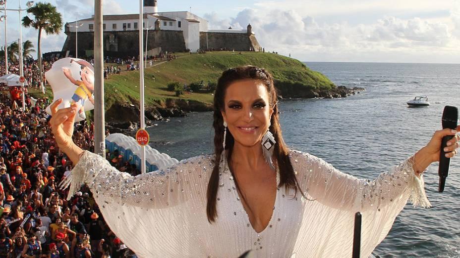 Ivete Sangalo agita o Carnaval de Salvador no circuito Barra-Ondina na segunda, 3