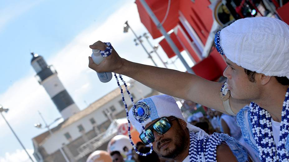 Bloco Filhos de Gandhy desfila no circuito Barra - Ondina no Carnaval de Salvador na segunda, 3