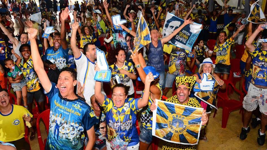Integrantes da Unidos da Tijuca comemoram o tetracampeonato do Carnaval do Rio