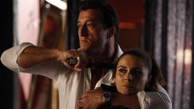 <br><br>  Helô (Giovanna Antonelli) é rendida por Galego (Jone Brabo)