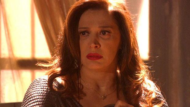 Lívia (Cláudia Raia) fica arrasada com sua nova realidade