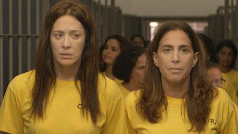 Lívia (Cláudia Raia) e Wanda (Totia Meirelles) viram colegas de cela