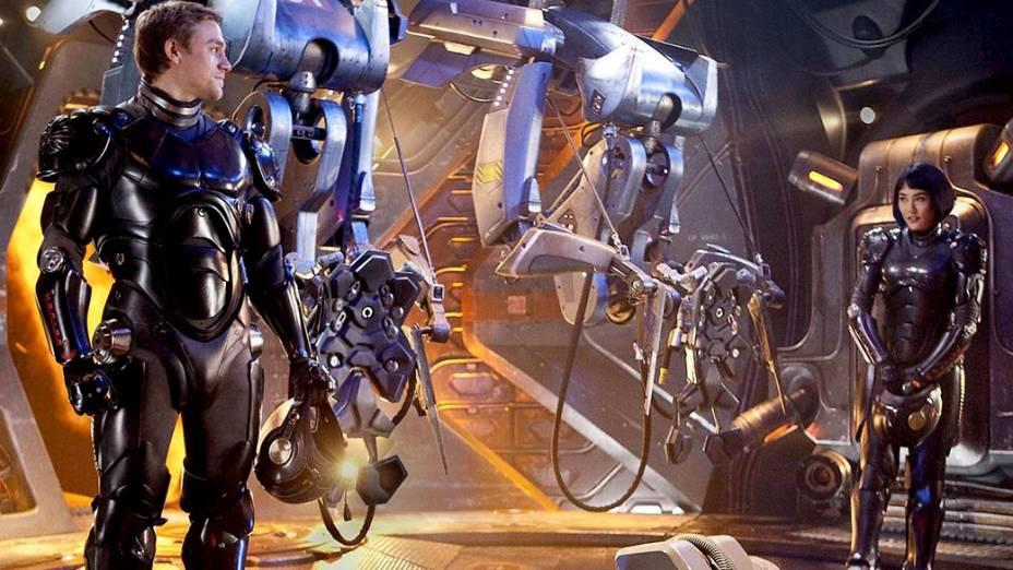 O ator Charlie Hunnam no filme Círculo de Fogo, de Guillermo del Toro