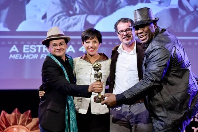 celebridades-cinema-festival-gramado-vencedor-melhor-filme-a-estrada-47-20140816-001-original.jpeg