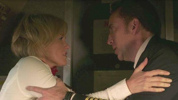 Os atores Nicolas Cage e Nicky Whelan em cena do filme Deixados para Trás